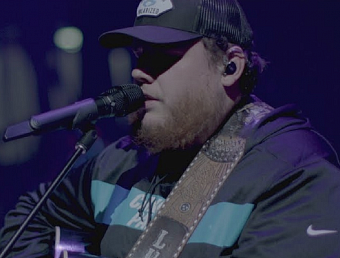 Luke Combs - Moon Over Mexico Noten für Piano